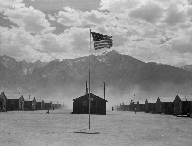 1024px-Manzanar_Flag