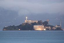 220px-Alcatraz_dawn_2005-01-07
