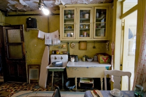 Kitchen of the re-created Baldizzi apartment at the LES Tenement Museum. Source: https://www.tenement.org/media.php
