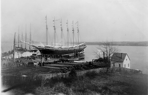 Source: http://www.mainemaritimemuseum.org/exhibits/shipyard-maine-percy-small-and-great-schooners/